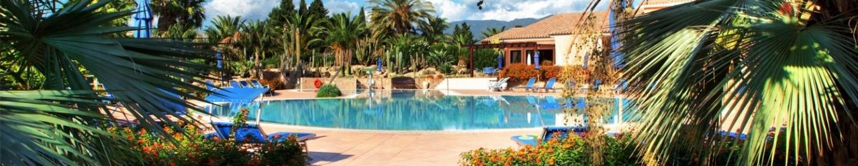 Pula-sera-di-vacanza-con-aperitivo-e-piscina-nel-parco.jpg